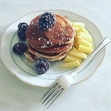 Dzień dobry! Niedziele rozpoczynam z jogurtowymi pancakesami z ananasem i jeż...