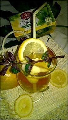 Miętowo-gruszkowy napój z kawałkami pysznych jabłek. Przepis po kliknięciu w ...