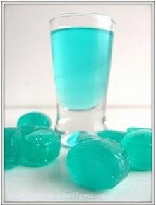Iceówka  Składniki:  Wersja 1.  2-3 opakowania cukierków lodowych(około 300 gram powinno ich być) - muszą być OBOWIĄZKOWO niebieskie, inaczej napój nie będzie wyglądał uroczo ;)...