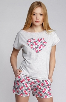 Sensis Serce komplet Urocza, dwuczęściowa piżamka, bluzka z krótkim rękawem, z przodu ozdobna aplikacja w postaci serca