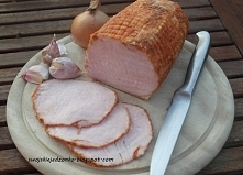Składniki : 2 kg schabu ( dość mocno się skurczy,ale można zrobić mniejszy kawałek ) 1 łyżka suszonej mielonej cebuli 1 łyżka granulowanego czosnku 1 łyżka słodkiej , mielonej p...