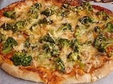 Pizza z kurczakiem i brokuł...