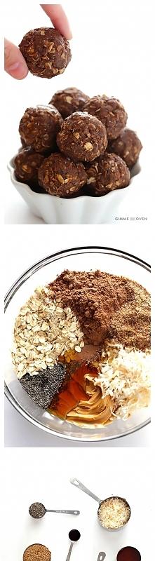 SKŁADNIKI:  1 szklanka płatkow owsianych górskich  2/3 filiżanki płatkow kokosowych bez cukru (podprazone na suchej patelni) 1/2 szklanki masła orzechowego 1/2 szklanki nasion l...