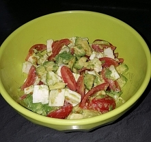 Avocado, pomidorki koktajlowe i mozzarella mmm na śniadanie :)
