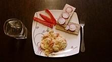 Co Sądzicie o takim śniadaniu? od razu mówię że jest to jajecznica z kawałkam...