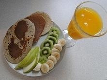 Takie śniadanko :) placuszki z 2 bananów, 2 jajek i 4 łyżek mąki razowej(skła...
