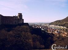 Widok na romantyczny zamek położony w niemieckim mieście Heidelberg