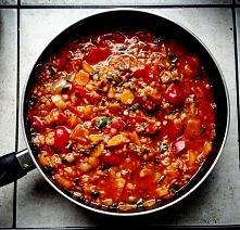 Weganski sos :)  Dużo warzyw, dużo przypraw, dużo zdrowia.  Komuś przepis? :)