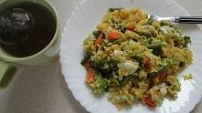 Obiad - ryż w curry i kurkumie + warzywa i pierś kurczaka, zielona herbatka :P
