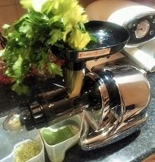 Zielony sok. Oscar wyciśnie wszystko! Sprawdź Make It Fresh!