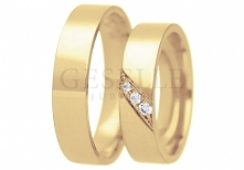 Niezwykła para złotych obrączek ślubnych z trzema cyrkoniami Swarovskiego w ozdobnej oprawie na skos - GRAWER W PREZENCIE