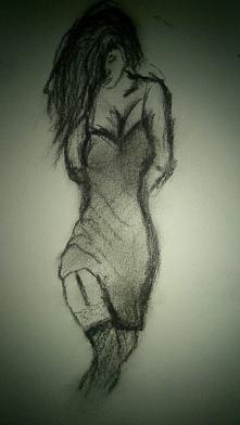 Kobieta samotna zamknięta w sobie pragnąca uczuć.