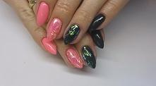 Efekt potłuczonego szkła na paznokciach w połączeniu z kolorem Barbie Pink i Heart Attack