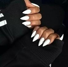 Cudowna biel! Uwielbiam kontrast opalonych dłoni z jasnym kolorem paznokci