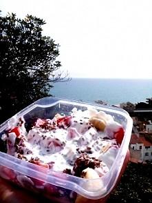2 sniadanie,banan,truskawki,jogurt grecki,siemie.