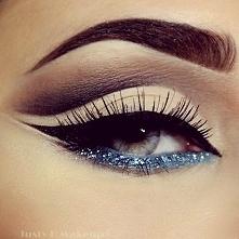 Piękny, Brokat, niebieski i czerń - dla mnie idealne połączenie :)