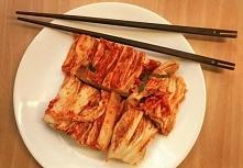 Kimchi-tradycyjne danie Korei Południowej składające się z fermentowanych lub...