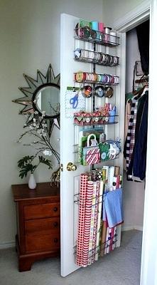 ciekawe wykorzystanie przestrzeni na drzwiach od szafy. polecam!