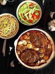 Karkówka z sosem sojowym, miodem, pieczarkami i czosnkiem
