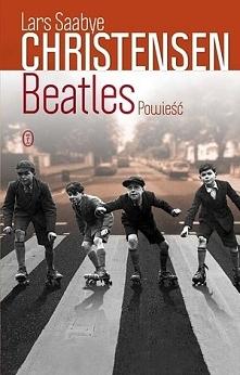 Beatlesi — klasyczna powieść i największy międzynarodowy bestseller Larsa Saabye Christensena — nareszcie w Polsce! Norwescy czytelnicy ogłosili ją najpopularniejszą powieścią n...