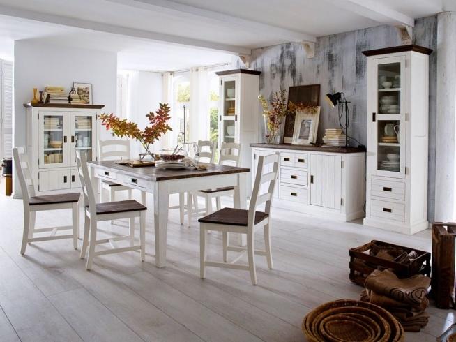 Białe krzesło z kolekcji Provanse wykonane z litego drewna akacjowego. Cała kolekcja Provanse oraz wiele więcej mebli dostępne na seart.pl