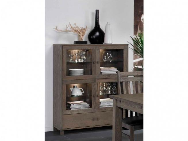 Niska witryna z kolekcji Jersey wykonana z drewna dębowego. Cała kolekcja oraz wiele więcej mebli dostępne na seart.pl