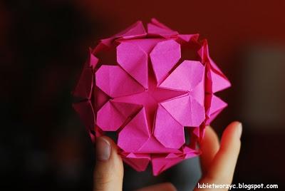 """Kula """"serce"""" - wykonana techniką origami"""