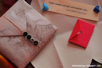 Koperta wykonana z papierowego sercas