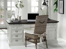 Klasyczne białe biurko Olsen wykonane z litego drewna dębowego. Cała kolekcja Olsen oraz wiele więcej mebli dostępne na seart.pl