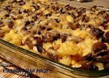 Zapiekanka makaronowa z pieczarkami ♥♥♥ PYSZOTA !!!! Składniki: 30 dag makaronu, 4 jajka, 50 dag pieczarek, 30 dag żółtego sera, 1 łyżka masła, sól, pieprz, tymianek, ewentualni...