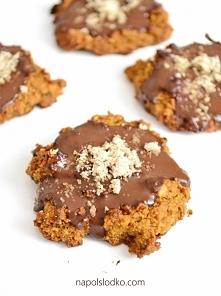 Ciasteczka jaglane z orzechami i gorzką czekoladą bez cukru. Przepis po kliknięciu w zdjęcie.