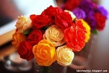 Prześliczny bukiet różyczek z bibuły marszczonej