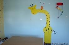 Żyrafa zdobiąca salę artystyczną w przedszkolu