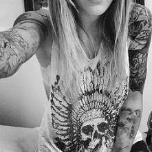 Świetna koszulka i tatuaże ;)