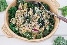 obiad na diecie wcale nie musi być nudny. Moja dieta jest tego przykładem i dziś przepis na jarmuż na obiad – z kaszą jaglaną i grillowaną cukinią.