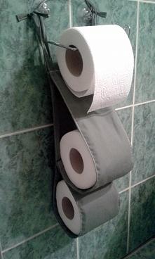wiszący organizer na papier toaletowy żeby przechowywać  papier w bardziej dyskretny sposób - Brzostula.pl