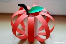 Jabłko z rolki po papierze toaletowym