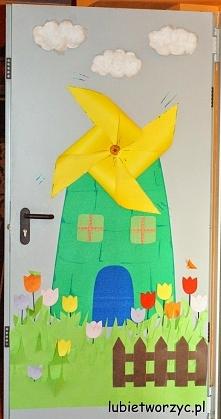 Wiatrak - wiosenna dekoracja drzwi przedszkolnej sali dydaktycznej