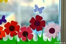 Pociąg i łąka - wiosenna dekoracja okienna