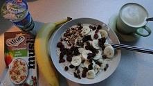 Wczesne śniadanie ;) owsianka z otrębami i cynamonem (banan, rodzynki, żurawi...