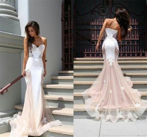 Suknia ślubna Z Różowym Trenemdopasowana Z Dekoltem W Serce Na