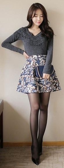 Piękna kobieta, piękna stylizacja i piękne nogi. Kobieca, lekka, na co dzień....