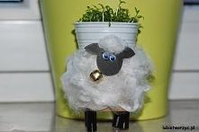 Baranek wielkanocny z rolki po papierze toaletowym