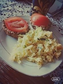 Dzisiaj jajecznica i domowej roboty pieczywo :)
