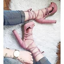 Sandałki na słupku DeeZee model Holiday