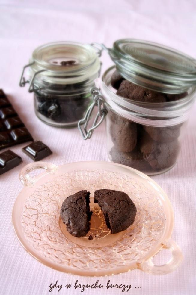 Ciastka czekoladowe z suszonymi śliwkami