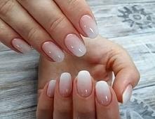 BabyBoomer nails to stylizacja paznokci, która daję bardzo delikatny i subtel...