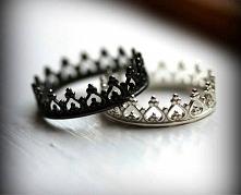 Czy ktoś wie gdzie mogę kupić pierścionek- koronę? I najlepiej żeby był wart swojej ceny, bo nie chce przepłacać