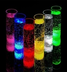 Świecące szklanki zawsze spoko... :D