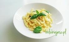 Pomysł na ekspresowy obiad - makaron w sosie serowym Przepis znajdziecie klikając w zdjęcie oraz na facebooku: bo lubię jeść - zapraszam do polubienia strony :)